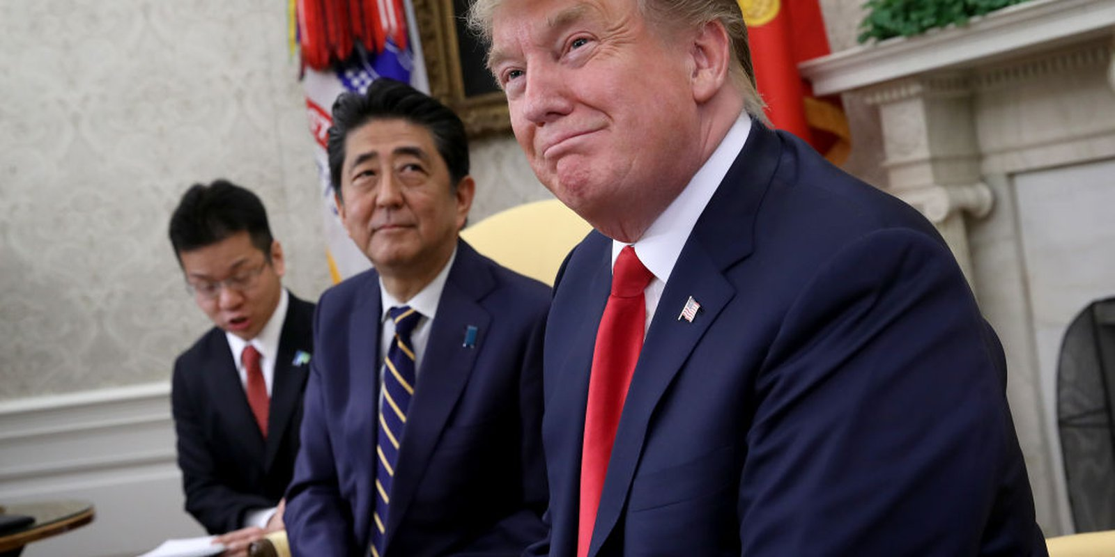 US President Donald Trump meets with Japanese Prime Minister Shinzo Abe in the Oval Office of the White House on 26 April 2019. Photo: Getty Images.