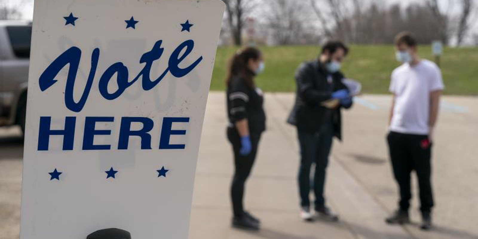 Roadside voting in Madison, Wisconsin in April 2020. Because of coronavirus, the number of polling places was drastically reduced. Photo by Andy Manis/Getty Images.