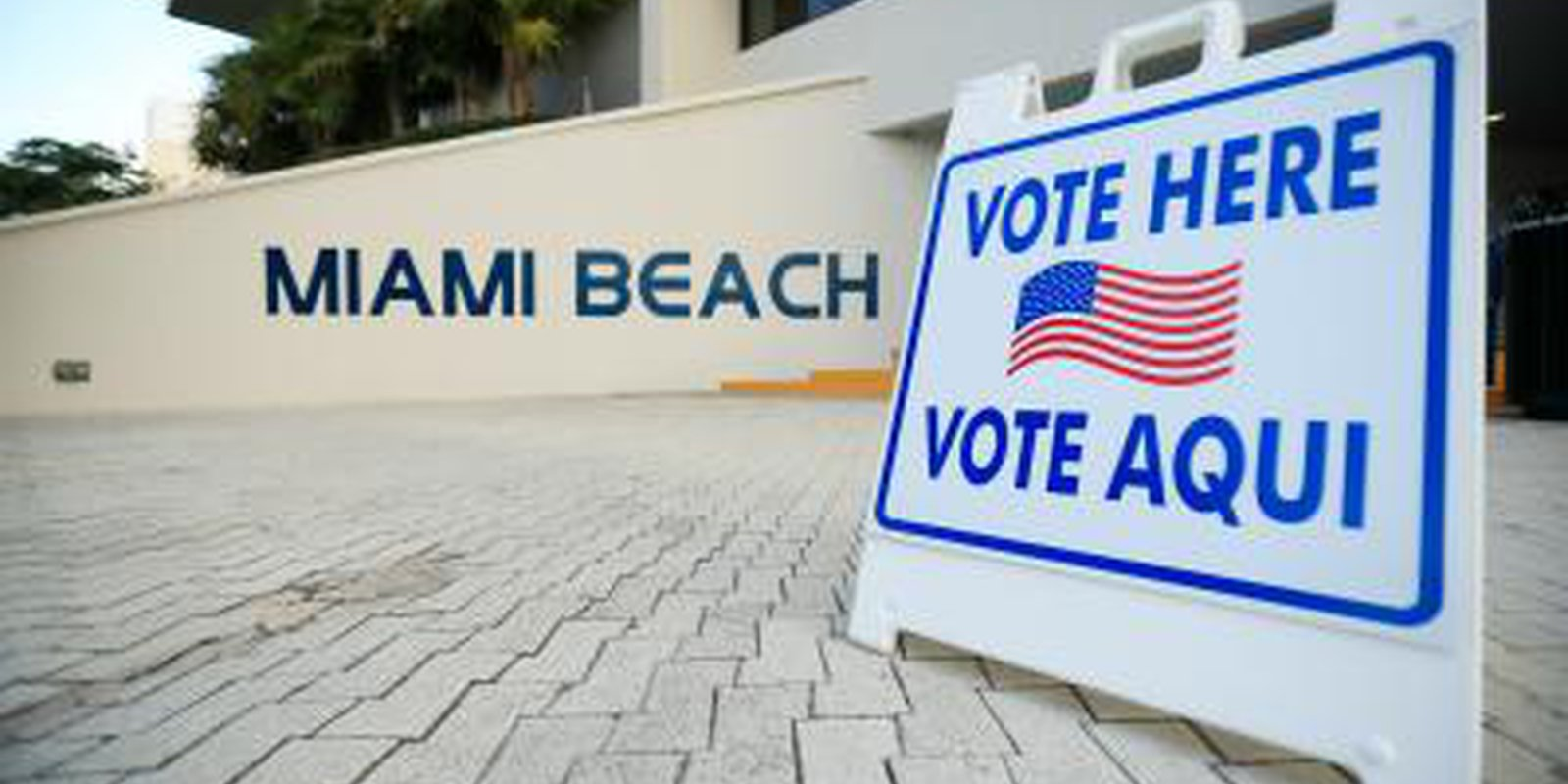 A sign directs voters to a polling location during the Florida presidential primary on 17 March 2020 in Miami Beach. Photo: Getty Images.